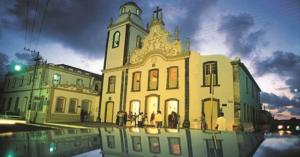 curiozzzo-igrejas-mais-bonitas-natal-a-noite-igreja-do-galo-cidadealta-005