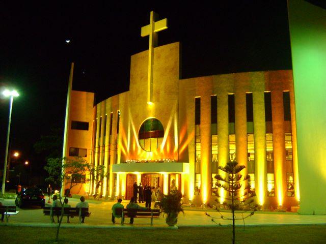 curiozzzo-igrejas-mais-bonitas-natal-a-noite-igreja-santo-agostinho-natal-014