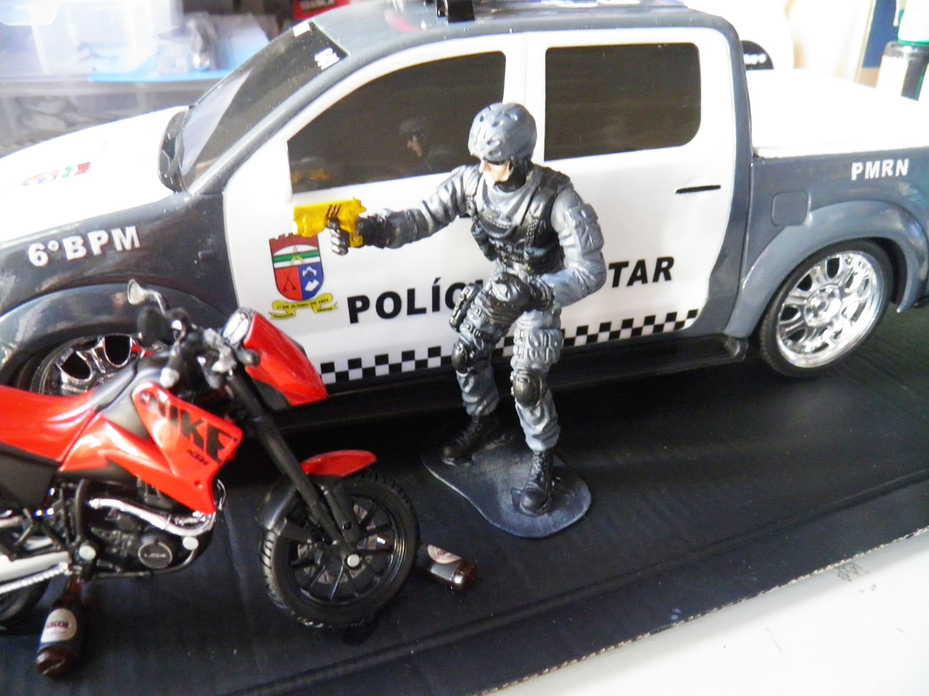 curiozzzo.com-minaturas-policia-rn-diorama-3