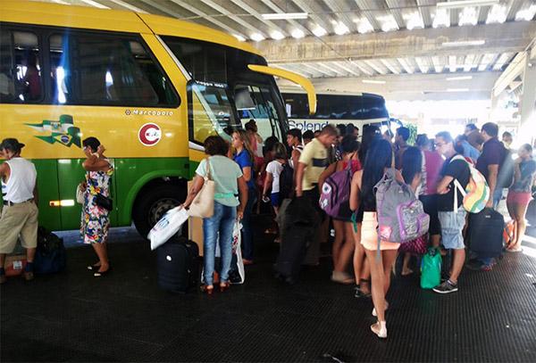 curiozzzo.com-carnaval-2015-os-onibus