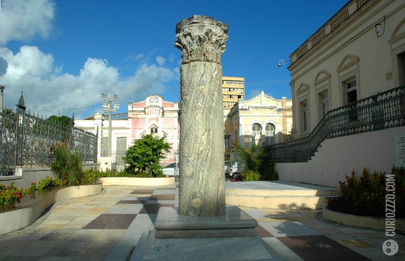 curiozzzo.com-6-monumentos-do-RN-vc-desconheca-coluna-capitolina