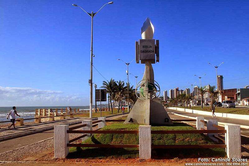 curiozzzo.com-6-monumentos-do-RN-vc-desconheca-monumento-homenagem-biblia