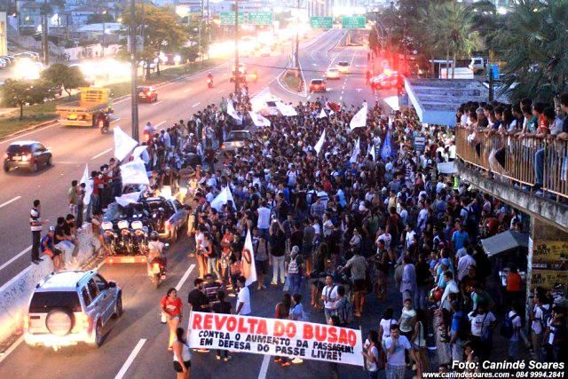 curiozzzo.com-5-anos-que-provam-que-maio-e-o-mes-do-natalense-protestar-maio-2013-revolta-busao