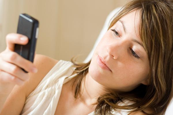 curiozzzo.com-tudo-vc-precisa-saber-chegada-9-digito-whatsapp-rn-mulher-celular
