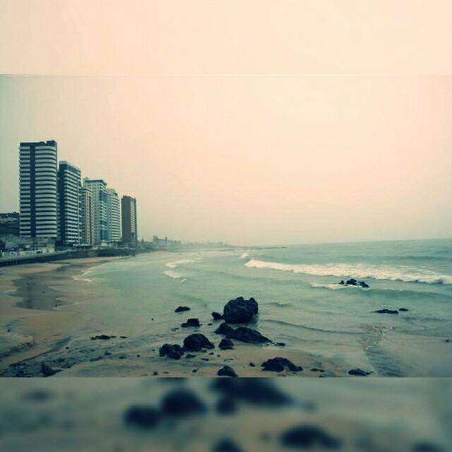 curiozzzo.com-15-fotos-rn-chuva-praia-do-meio
