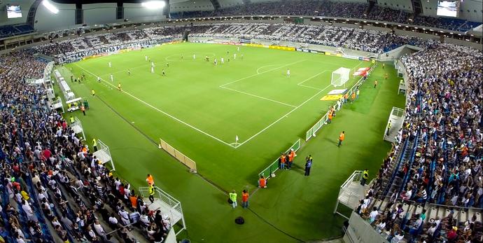 Campo do Arena das Dunas em dia de jogo (por: Dronemídia)