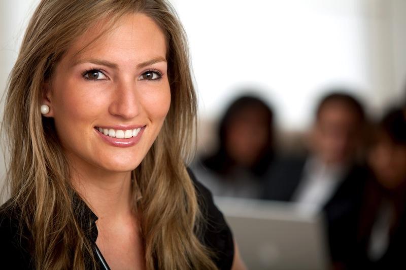 post-7-dicas-concursos-públicos-rn-20072015-feliz-pessoas-trabalho-mulher-sorrindo