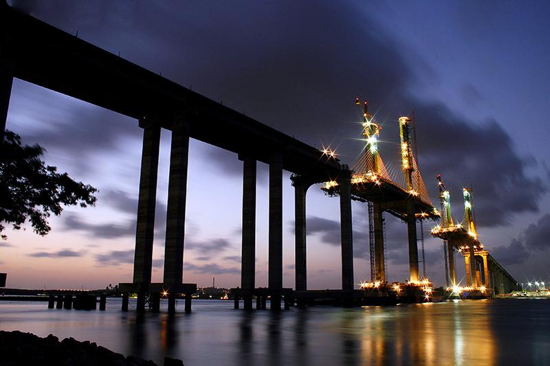 curiozzzo.com-post-fotos-ponte-newton-navarro-construcao-luzes
