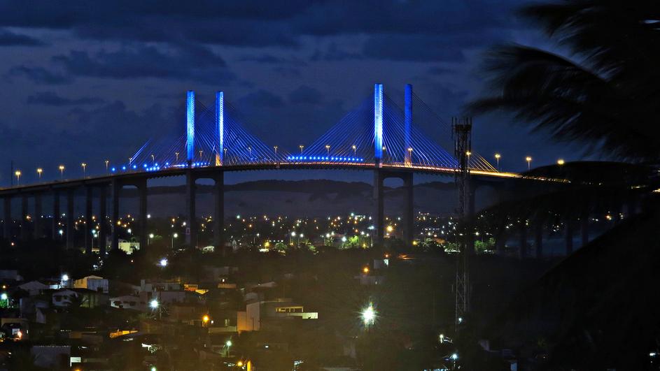 curiozzzo.com-post-fotos-ponte-newton-navarro-noite-luzes-azul