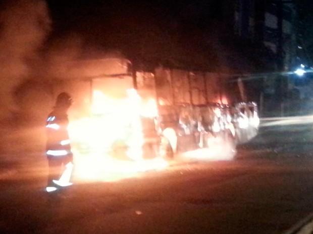 post-retrospectiva-2015-onibus-incendio-ataque-criminoso