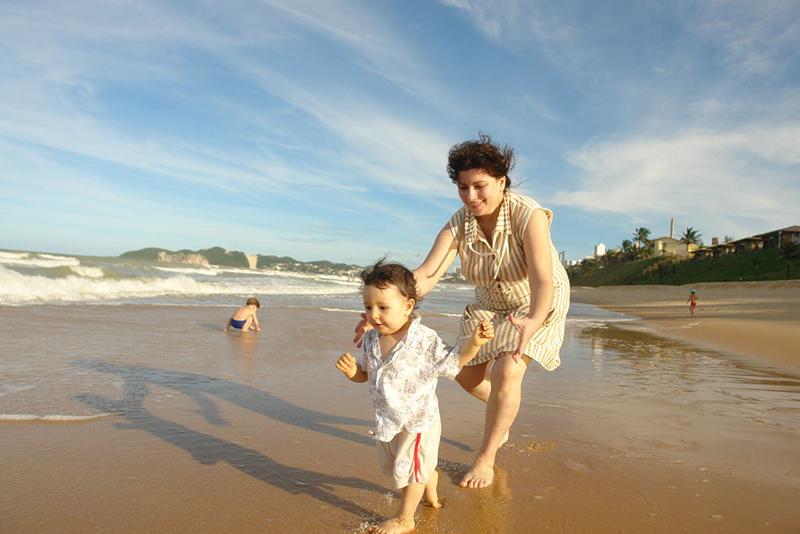 mae-filho-crianca-praia-ponta-negra-morro-careca