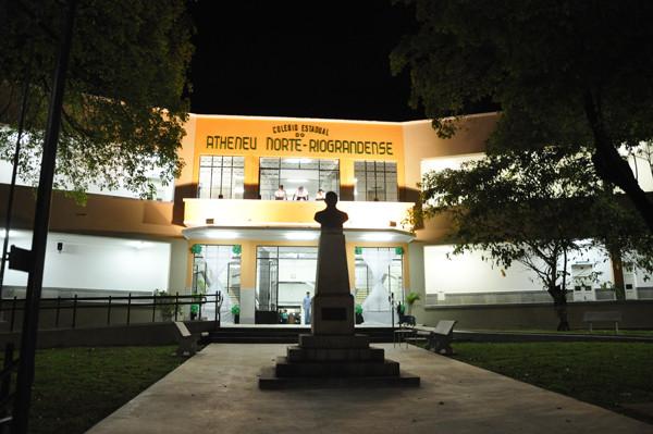 Governadora Rosalba Ciarlini, inaugura o colégio Atheneu + Diogenis da Cunha Lima, Gerson de Castro,ex- alunos