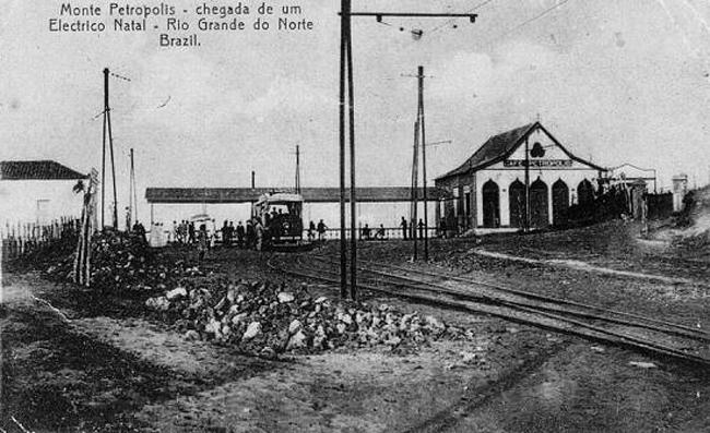 Chegada de um bonde ao monte Petrópolis, em Natal, capital do Rio Grande do Norte, seguindo a linha inaugurada em Agosto de 1912.