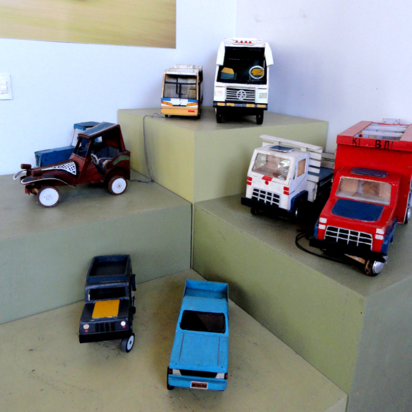 post-brinquedos-rn-carrinhos-caminhoes-lata