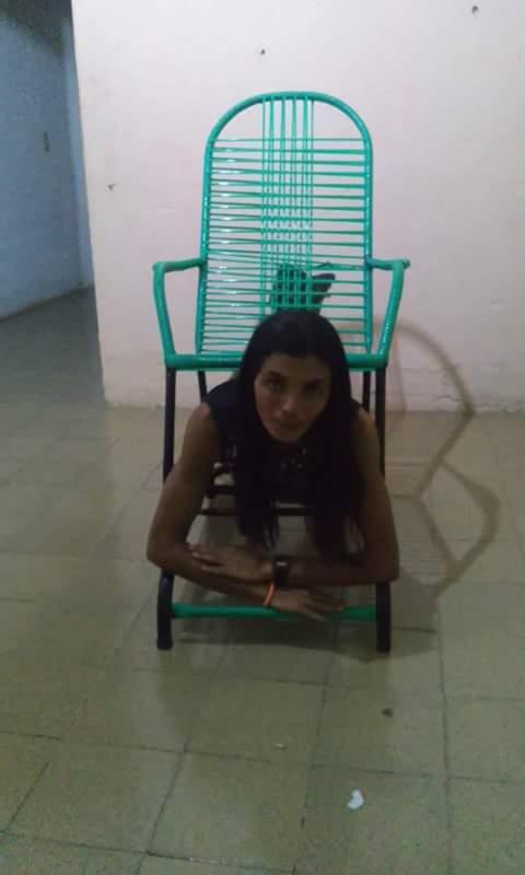 post-modelo-graciane-cadeira-balanço