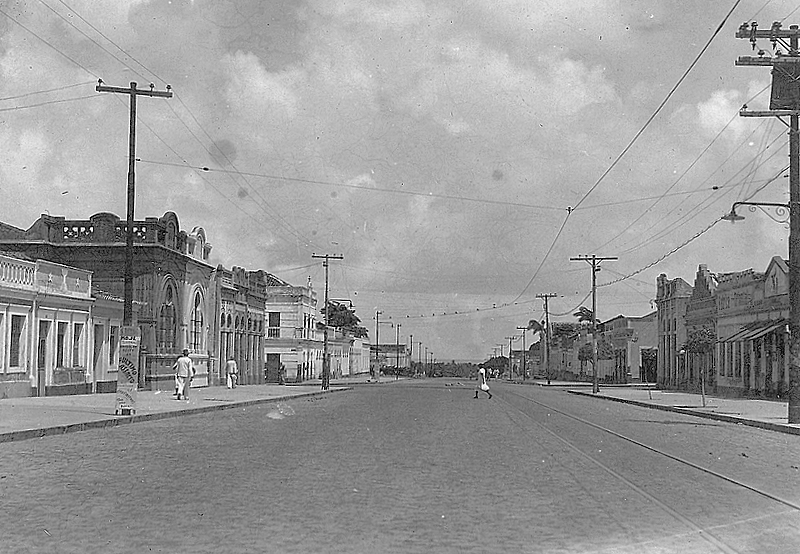 post-1a-partida-futebol-rn-avenida-rua-rio-branco-natal-1930-deserta