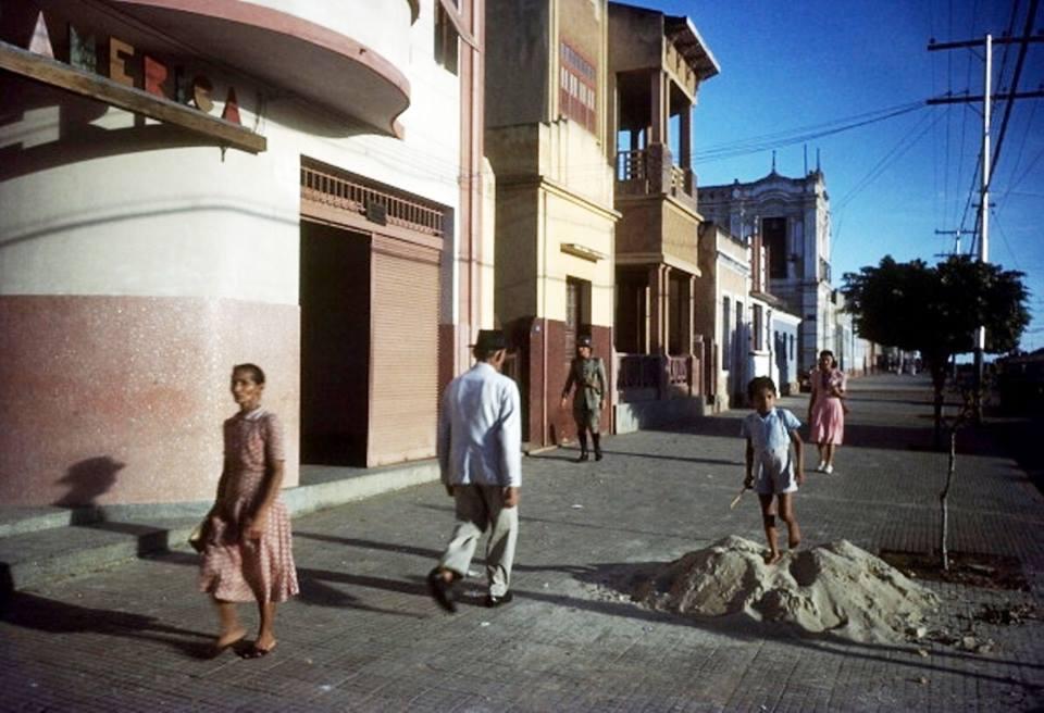 post-fotos-2a-guerra-com-explicacoes-avenida-rua-rio-branco-pensao-america