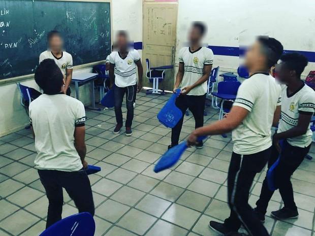 post-frases-tipicas-colegio-escola-alunos-sala-bagunca-tora-reia